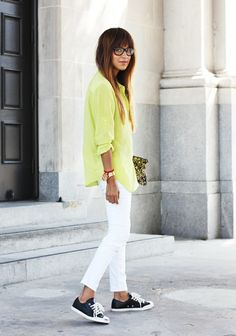 the whole outfit...white jeans, yellow shirt, converse
