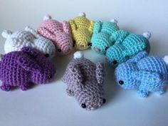 Deze kleine konijntjes worden op bestelling gemaakt. Laat 2-3 weken te laten, voor verzending. Deze aanbieding als voor een gehaakte baby konijn. Als u meer dan één houden zou, gelieve het aantal verhogen (en kleur opgeven in het drop down bar). Een assortiment van kleuren zijn