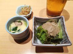 도쿄 여행에서 빠질 수 없는 음식! 바로 라멘과 스시 아니겠어요?ㅋㅋ  아쉽게도 이번에 라멘은 못 먹었지만 스시는 아주 배부르게 먹고 왔답니다.     관광객은 물론, 현지인들에게도 인기가 많은 가게 '미도리 스시'로 고고~   근