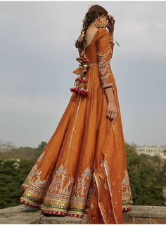 Want to check out some amazing sharara & ghararas? Then you have to see these Pakistani Gharara by designer Mohsin Naveed Ranjha. Latest Bridal Dresses, Desi Wedding Dresses, Pakistani Wedding Outfits, Party Wear Dresses, Bridal Outfits, Bridal Mehndi Dresses, Pakistani Bridal Wear, Pakistani Gharara, Pakistani Dress Design