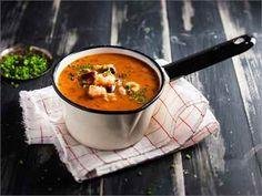 Tomaatti-katkarapukeitto Finnish Recipes, Top Secret Recipes, Big Mac, Dinner Tonight, Cheeseburger Chowder, Salads, Good Food, Curry, Food And Drink