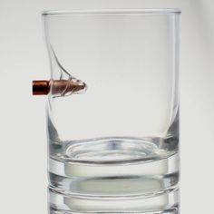 """Szklanka do whisky """"Bulletproof"""" z prawdziwym pociskiem kalibru .308  #whisky #szklanka #alkohol"""