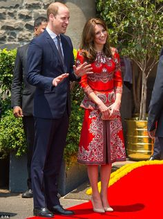 Kate stunned in a paisley printed Alexander McQueen dress on Indian Tour