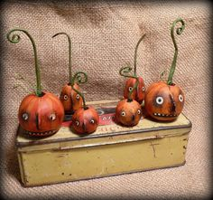 love the faces of these jack o lanterns primitive Halloween PUMPKIN Trios Hand Sculpted by CatandFiddlefolk on Etsy Halloween Doll, Halloween Ornaments, Halloween Projects, Halloween Pumpkins, Holidays Halloween, Vintage Halloween, Halloween Decorations, Happy Halloween, Halloween Magic