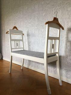 DIY herrbetjänt   sovrumsbänk av två avsågade stolar 367ccc0125a73