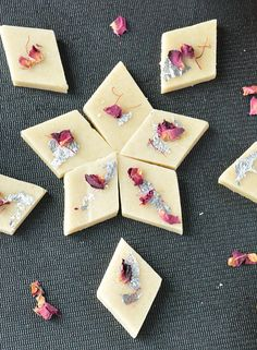 Looking for a quick and easy sweet for the upcoming festive season, then give this sweet delicacy a try. Kaju katli or cashew fudge is a popular Indian sweet prepared with cashews and sugar syrup. Indian Dessert Recipes, Indian Sweets, Indian Snacks, Sweets Recipes, Indian Recipes, Snack Recipes, Kaju Katli, Boondi Ladoo, Fudge