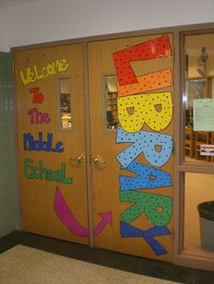The Jericho Middle School Library: Displays    Cute! I love the big letters. Could use similar idea on classroom doors! Door Decorating