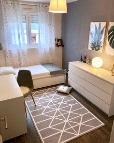 small room makeover 33 inspiring bedroom ideas for - roommakeover Room Design Bedroom, Small Room Bedroom, Room Ideas Bedroom, Home Room Design, Home Decor Bedroom, Narrow Bedroom, Bedroom Signs, Diy Bedroom, Spare Room
