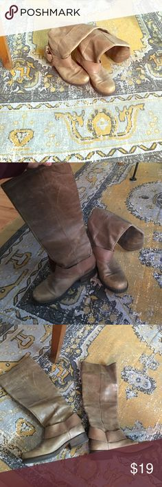 Steve Madden Rider Boots Beautiful worn taupe leather Shoes Combat & Moto Boots