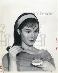 lori saunders photos