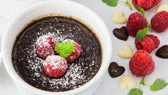 Bakt sjokoladekrem med kanel og friske bær