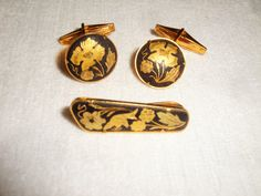 Vintage Damascene Floral and Bird Cuff Links and Tie Clasp - Toledo, Spain The art of Damascene begins with a steel base which is then inlaid with gold. The design is sco... #demascene