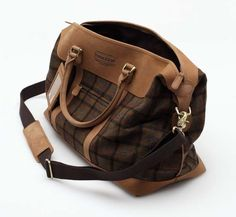 Pendleton Leather Wool Plaid Weekender Blanket-inspired wool duffle bag with brass hardware My Bags, Purses And Bags, Pendleton Bag, Oversized Handbags, Mens Satchel, Mens Fashion Shoes, Men's Fashion, Work Bags, My Guy