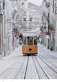 Lizbona już dawno za nami (kiedy to było? Beautiful Places, Most Beautiful, Gothic Culture, Medieval Fortress, Wild Forest, Visit Portugal, Historical Monuments, European Destination, Moorish