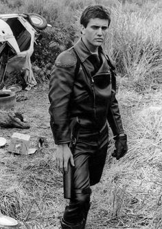 Mel Gibson in Mad Max (George Miller, Mad Max 2, Mad Max Fury Road, Sci Fi Movies, Movie Tv, Real Movies, Action Movies, Mad Max Mel Gibson, Film Science Fiction, Pulp Fiction