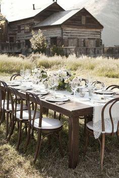 dining al fresco - rustic Fresco, Deco Champetre, Rustic Table, Deco Table, Outdoor Entertaining, Party Outdoor, Outdoor Dining, Rustic Outdoor, Outdoor Seating