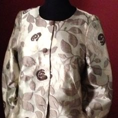 #chaqueta flores 3/4 con bolsillos y sin forro. Ideal para entretiempo. Contacto a través de anademiguel@samite.es