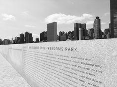 • T R A V E L •    new york - roosevelt island - skyline - park - black & white - view