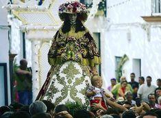 #virgendelrocio #souvenirs #elrocio #regalos #rocieros #pulseras #colgantes #llaveros #imanes #abanicos #almonte #huelva #españa Almonte, Youtube, Events, Hand Fans, Key Fobs, Pendants, Youtubers, Youtube Movies