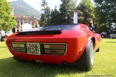 Villa d'Este 2015 : une American Motor Corporation AMX/3 Coupé Bizzarrini, présentée par Jürgen M. Wilms. En 1969, Giotto Bizzarrini fut contraint à abandonner la production de voitures portant son propre nom. Il fut alors contacté par AMC, une firme de Détroit, pour construire une voiture de sport à moteur V8 Rebel. Finalement, seuls six exemplaires sur les 26 prévus furent produits. Celle ci est la quatrième et porte le numéro de châssis ambitieux de WT DO 3632/55/55.