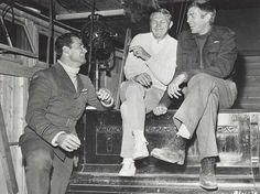 James Garner, Steve McQueen, and James Coburn on the set of The Great Escape, 1962 Steve Mcqueen, Hollywood Actor, Hollywood Stars, Vintage Hollywood, Classic Hollywood, I Movie, Movie Stars, James Gardner, Picture Company