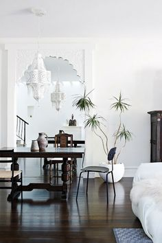 home+life+cococozy+dining+room+exotic+decor+carved+white+mirror+moorish+moroccan+style.jpg 426×640 pixels