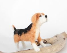 Beagle dog miniature,  needle felted miniature beagle, natural wool dog, mini pet, pets portrait