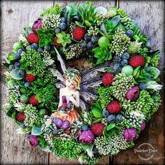 Fairy Land, How To Make Wreaths, Floral Arrangements, Fairies, Christmas Wreaths, Floral Wreath, Holiday Decor, Spring, Flowers