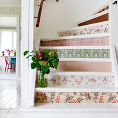 Want to step up your home decor style? Try this DIY wallpaper project! Decor, Diy Wallpaper, Workspace Essentials, Wallpaper, Renter Friendly Wallpaper, Wallpaper Stairs, Home Decor, Painted Staircases, Stairs Game