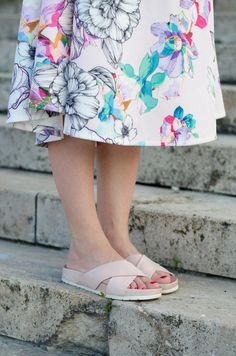Summer Style *Naked Shoulders *Fugly *Floral dress *Ladylike *Slippers *Pink *Nude bag *Street style  www.cristinafeather.com