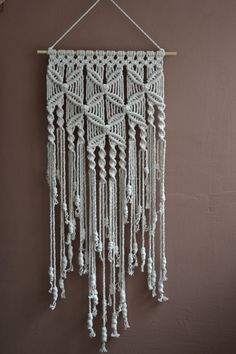 Zuhause dekorative moderne Makramee Wandbehang Home decorative modern macrame wall hanging Home decorative makramHome Decorative Macrame Awesome Modern Home D Etsy Macrame, Macrame Art, Macrame Projects, Modern Macrame, Micro Macrame, Macrame Wall Hanging Patterns, Macrame Patterns, Macrame Curtain, Macrame Design