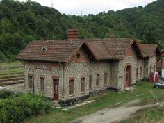 Lotru (201)- Railway station - Romania