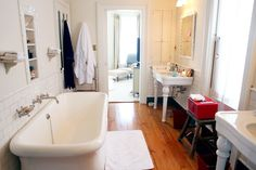 A slideshow of the best bathrooms featured on Into The Gloss—with some takeaway tips for easy decorating.