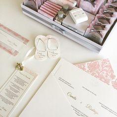 Composição para um dia mais que perfeito  #identidadevisual #papelariafina #casamento #wedding #weddinginvitation #stationery #personalizado #susanafujita #susanafujitaconvitesespeciais by susanafujita