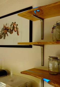 World Of Technology: Resin inlaid chestnut shelves. DIY Glow In The Dark Shelves! Diy Wooden Shelves, Dark Wood Shelves, Wooden Diy, Wood Shelf, Rustic Shelves, Into The Woods, Wood Projects, Woodworking Projects, Magazine Deco