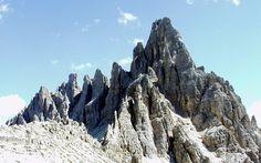 Monte Paterno di fronte alle Tre Cime