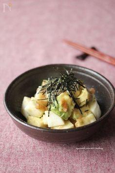 シャキシャキ長芋とまったりアボカドを酸味のきいたマリネでさっぱりと。  箸休みめにどうぞ☆