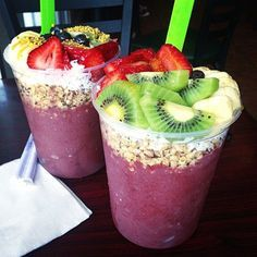 to Huntington Beach. Give me this ASAP! I& having Acai withdrawals. I couldn& find anywhere that does good Acai bowls in Melbourne! Anyone know any spots that I missed? Raw Vegan Smoothie, Smoothie Bowl, Food Truck, Healthy Snacks, Healthy Recipes, Good Food, Yummy Food, Sup Yoga, Aesthetic Food