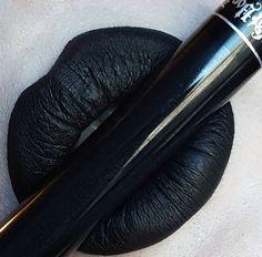 Lippenstift schwarz | geschminkte Lippen | parfum.de Schminktipps
