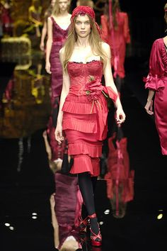 Dolce & Gabbana Spring 2006 Ready-to-Wear Collection Slideshow on Style.com