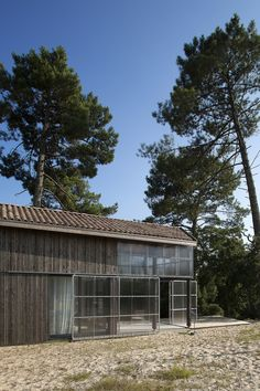Image 54 of 69 from gallery of Une maison pour surfer / Java Architecture. Photograph by CaroLine Dethier Shed Design, Building Design, Java Architecture, Bungalow On The Beach, Soorts Hossegor, Weekend House, Timber Cladding, Glass House, Farmhouse Design
