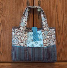 Shoregirl's Creations: Reversible Rag Purse with pockets Knitted Bags, Diaper Bag, Quilts, Purses, Traveling, Pockets, Tote Bags, Times, Christmas