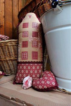 Romantický maľovaný domček so srdiečkom