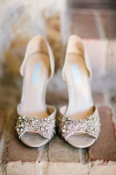 Bling bows: http://www.stylemepretty.com/little-black-book-blog/2015/03/26/rustic-winter-wedding-at-holman-ranch/ | Photography: Mirelle Carmichael - http://www.mirellecarmichael.com/
