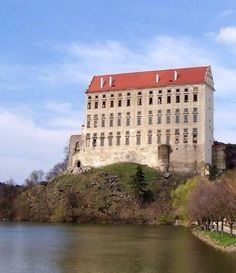 hrad plumlov - Hledat Googlem European Countries, Abandoned Places, Czech Republic, Beautiful World, Castles, Mansions, House Styles, Nature, Travel
