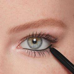 #HowToCleanMakeupBrushes Eyeliner Make-up, Smudge Proof Eyeliner, Waterproof Eyeliner Pencil, Thick Eyeliner, How To Apply Eyeliner, Natural Eyeliner, Eyeliner Ideas, Simple Eyeliner, Eyeliner Styles