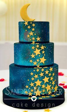 (By Sandra Monger Cake Design) Gorgeous Cakes, Pretty Cakes, Cute Cakes, Amazing Cakes, Gateau Iga, Bolo Tumblr, Rodjendanske Torte, Airbrush Cake, Galaxy Cake