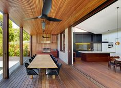 """Kensington House was designed by Sudney-based Virginia Kerridge Architect. This house explores the idea of """"grafting"""", a concept often . D House, Pent House, Facade House, Farm House, Residential Architecture, Modern Architecture, Kensington House, Zinc Roof, California Bungalow"""