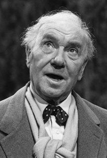 Image of Ralph Richardson Old Hollywood Stars, Hollywood Actor, Classic Hollywood, Tv Actors, Actors & Actresses, Michael Gambon, Actor John, Cinema Posters, Face Expressions