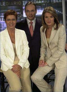 La princesa de Asturias, doña Letizia Ortiz, junto a sus compañeros Alfredo Urdaci y María Escario en su etapa de presentadora de los telediarios de TVE, en noviembre de 2003. Ese mes se anunció su compromiso matrimonial con el príncipe Felipe.